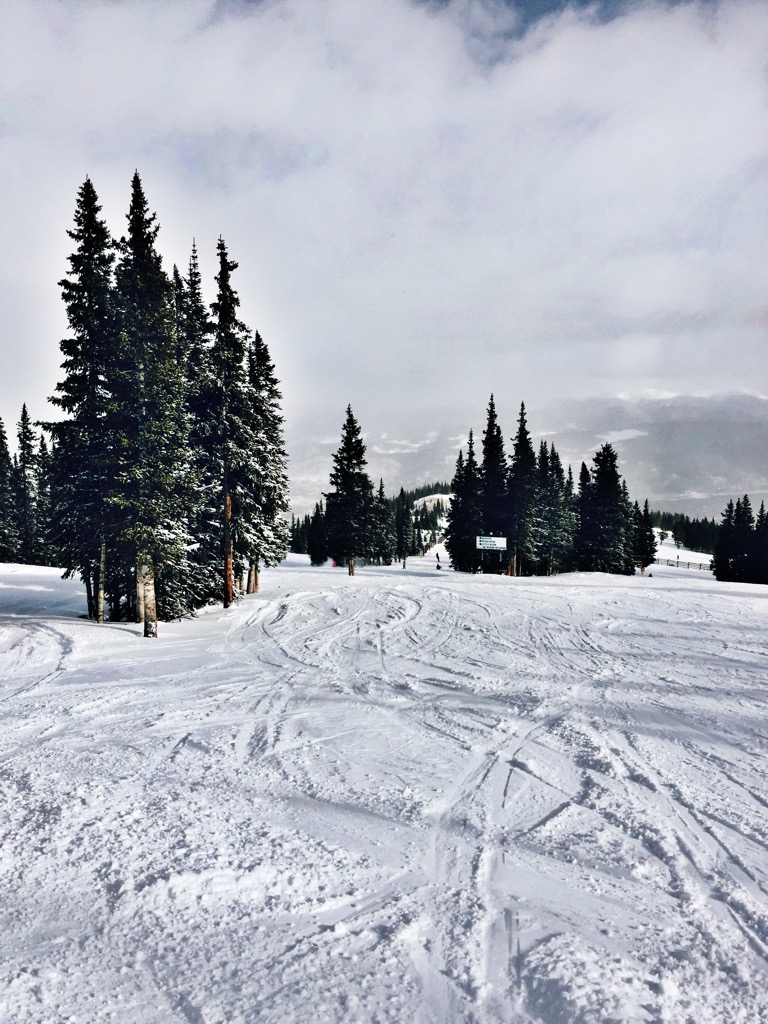 ski slopes, what to wear on a ski trip, ski trip, skiing, colorado, winter wear, ski gear, ski wear, what to wear on the slopes, what to wear on a ski trip, breckenridge