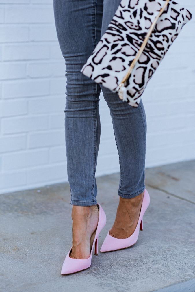 summer style, summer fashion, pink pumps, christian louboutin, clare v handbags, leopard clutch, gray jeans, how to style gray jeans