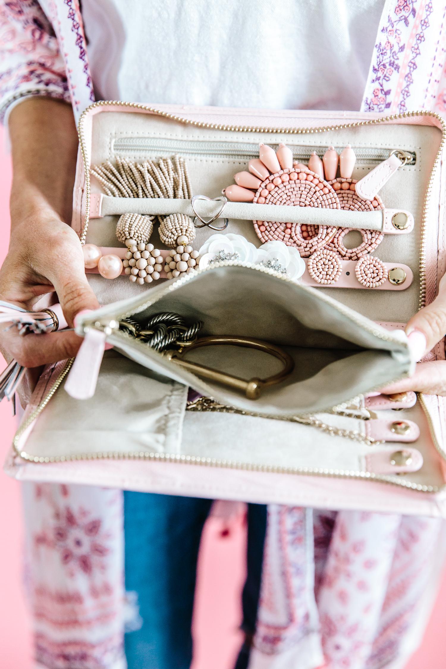 jewelry organizer, travel jewelry organize, how to organize jewelry for travel, best way to organize jewelry for travel