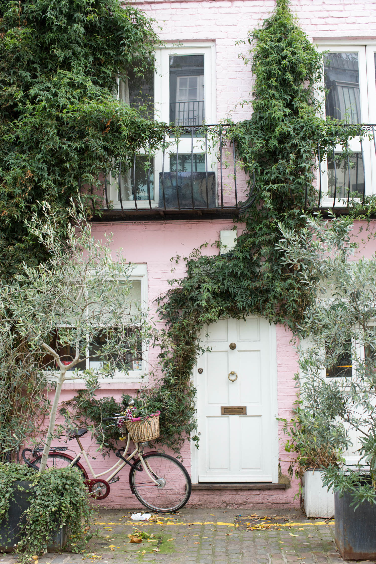 london, instagrammable spots in london, st. lukes mews, love actually, st. luke's mews