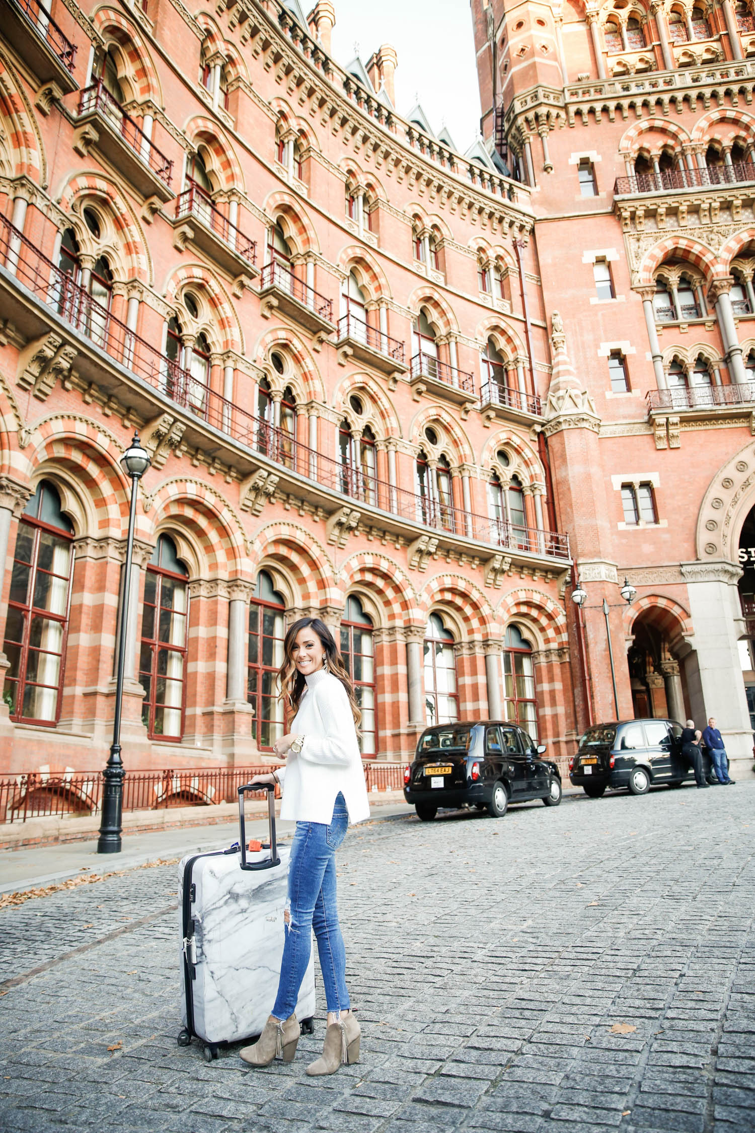 st. pancras, london, st. pancras train station, black cabs in london, most instagrammable spots in london